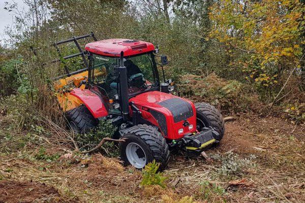 2000-tracteur sur pente avec broyeur forestier
